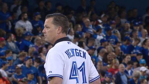 TEX@TOR Gm2: Hentgen throws ceremonial first pitch