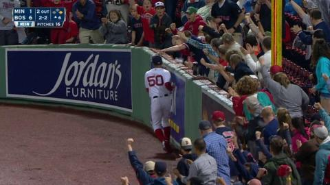 MIN@BOS: Betts makes a great running catch in right