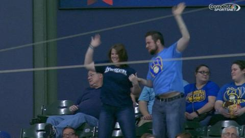 SF@MIL: Brewers fans enjoy dancing to 'Jump Around'