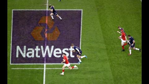 Wales and Scotland make a break each in same play!  | NatWest 6 Nations