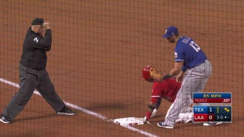 TEX@LAA: Lucroy throws out Escobar at third base