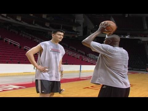 Hakeem Olajuwon Teaches NBA Superstars Post Moves! LeBron, Yao, Kobe, and More!