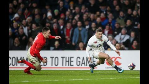 Jonny May scores class try after Farrell kicks in behind!   NatWest 6 Nations