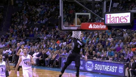 Zach LaVine Throws Down the 360 Slam!
