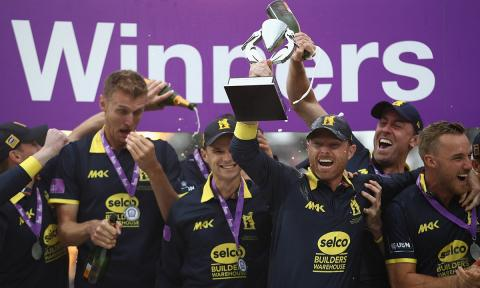 Warwickshire crush Surrey to win Royal London One-Day Cup