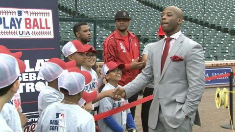 MIN@DET: Play Ball kids hang out with Tigers players
