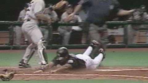 NYY@TB: Martinez hits inside-the-park home run