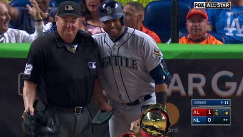 2017 ASG: Cruz poses for a picture with Joe West