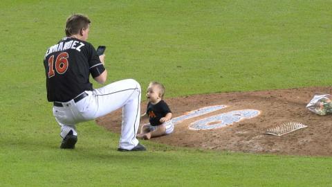 MIA@NYM: Johnson takes baby out to mound