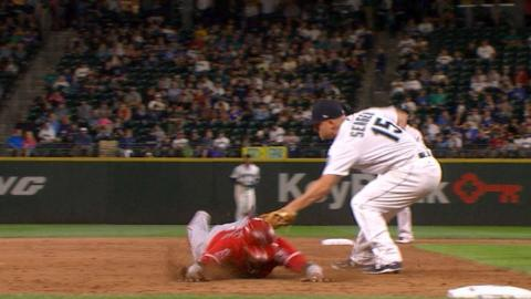 LAA@SEA: Mariners turn a 1-6-5-4 double play