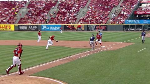 SD@CIN: Jankowski singles on a bunt to the pitcher