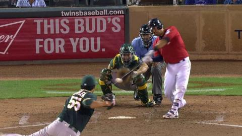 OAK@MIN: Suzuki smacks an RBI single to left field