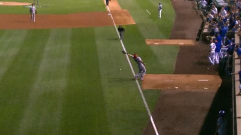 LAA@CHC: Rizzo's fly ball eludes Choi who falls hard