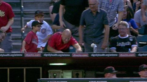 CHC@ARI: Fans can't get a grip on bouncing foul ball
