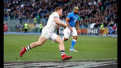 Simmonds gallops over for his second try of the match! | NatWest 6 Nations