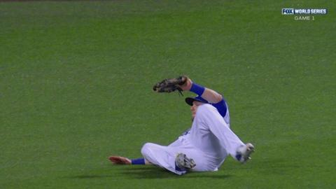 WS2015 Gm1: Gordon slides to make a fine catch
