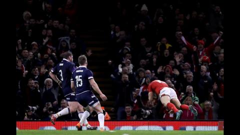 Halfpenny scores his second after great Welsh hands! | NatWest 6 Nations