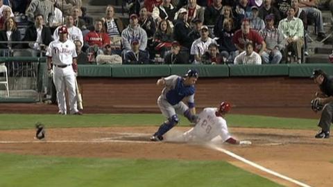 LAD@PHI: Werth surprises the Dodgers, steals home