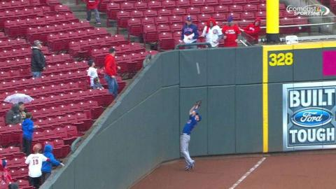 CHC@CIN: Denorfia jumps to make catch in foul ground