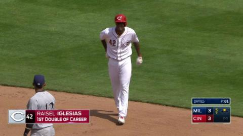 MIL@CIN: Pitcher Iglesias leads off 5th with a double