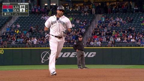 LAA@SEA: Cruz lifts a solo homer to left field