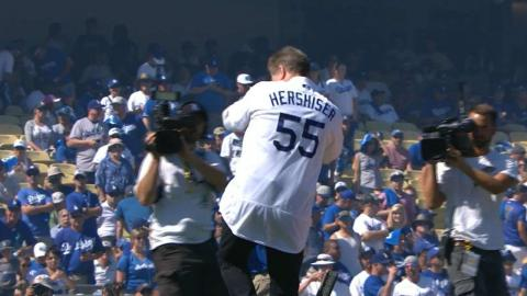 WSH@LAD Gm3: Hershiser throws first pitch to Sax