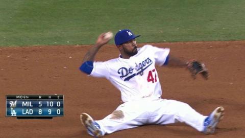 MIL@LAD: Kendrick catches liner, doubles off Villar