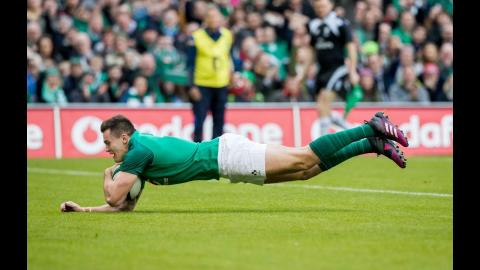 Stockdale scores after great out the back pass from Carbery! | NatWest 6 Nations