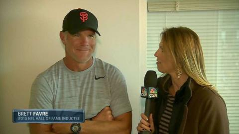 COL@SF: Favre visits AT&T Park to cheer on Giants