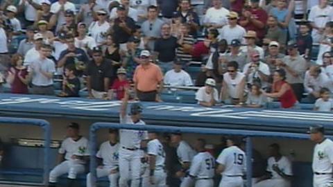 Tino Martinez hits his 32nd home run of 2001