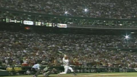 PIT@STL: McGwire hits 63rd HR of 1998 in pouring rain