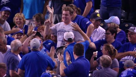 SEA@KC: Fan catches towering foul ball using his hat