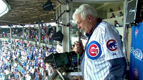 CIN@CHC: Pappas sings at Wrigley during the stretch