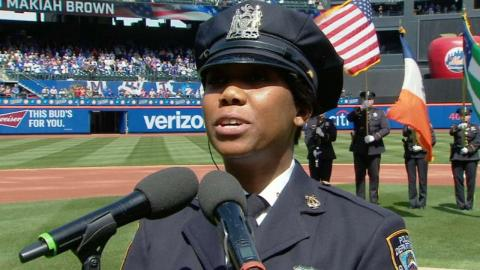 ATL@NYM: NYPD Officer sings national anthem