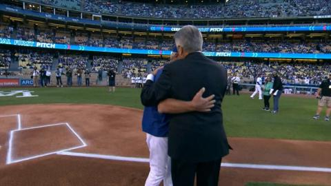 MIA@LAD: Monday throws out first pitch on anniversary