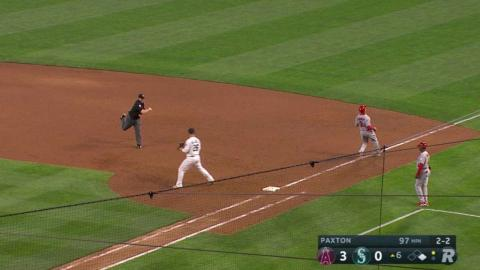 LAA@SEA: Mariners turn a 4-6-3 double play in the 6th