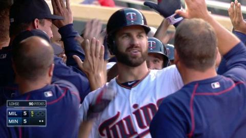 MIL@MIN: Mauer ties the game with a three-run homer