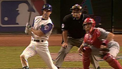 2001 NLDS Gm1: Finley's RBI single in 5th