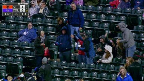 SF@COL: Fan catches foul ball with jacket pouch