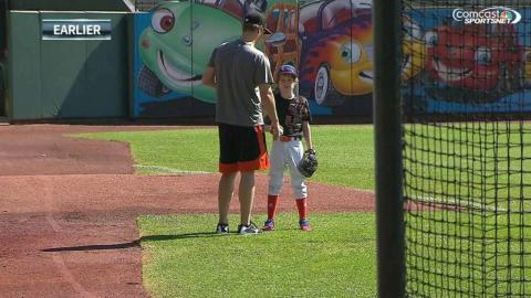 CHC@SF: Cain gives young fans a pitching lesson