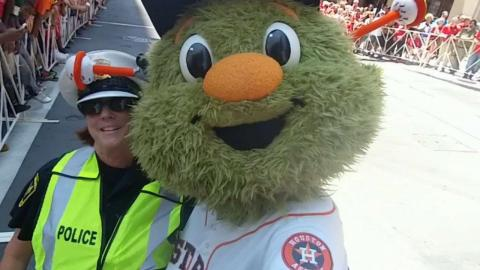 Astros mascot Orbit has fun with fans on All-Star Game red carpet