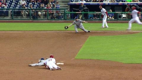 MIL@PHI: Brewers turn around-the-horn double play