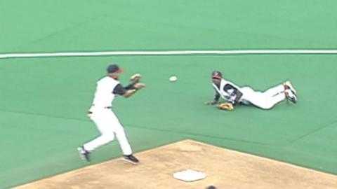 PHI@CIN: Reese, Larkin combine for nifty double play
