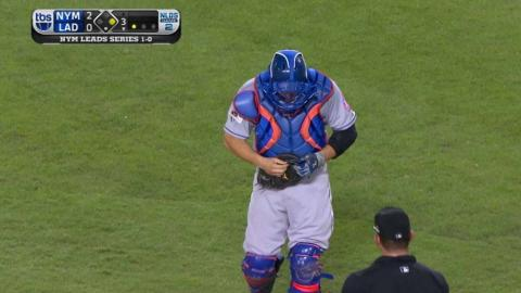 NYM@LAD Gm2: d'Arnaud breaks glove, gets a new one