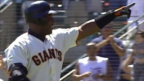 ARI@SF: Bonds hits his 60th homer of 2001 season