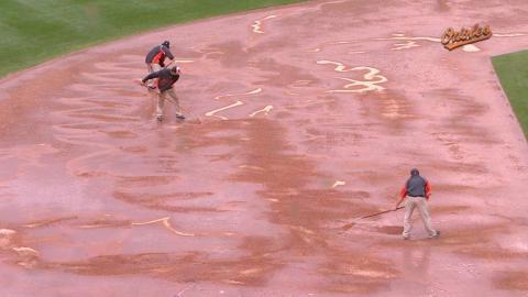 TOR@BAL: Skies open up, rain delays game in Baltimore