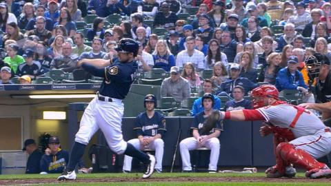 PHI@MIL: The Brewers plate six runs in the 6th inning