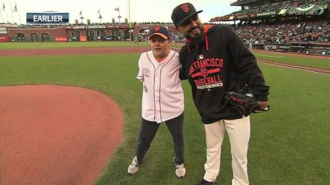 SEA@SF: Willis throws out first pitch with his foot