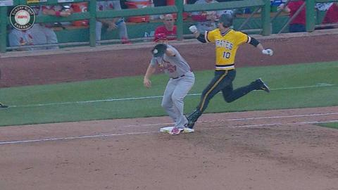 STL@PIT: Diaz throws out Mercer at first base