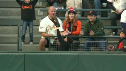 MIL@SF: Giants fan comes prepared, catches foul ball